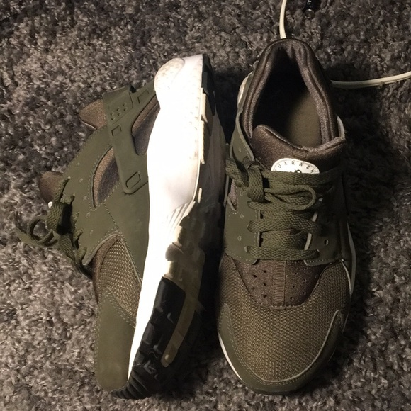 cheap for discount f90fb dcb00 Forest Green Nike Huaraches